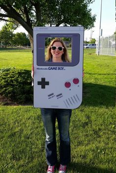 Retro version of Nintendo Game Boy selfie frame to Boxing Theme Party Ideas, 90s Theme Party Decorations, Party Props, Halloween Party Decor, Party Games, 80s Birthday Parties, Fairy Birthday Party, Birthday Party Themes, 40th Birthday