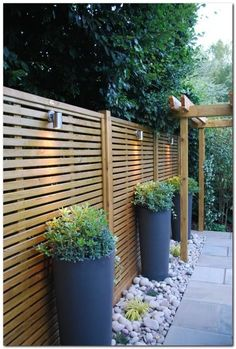 Awesome 36 Amazing Fence Design Ideas For Small Backyard To Try. # backyard garden design 36 Amazing Fence Design Ideas For Small Backyard To Try Small Backyard Landscaping, Backyard Patio Designs, Backyard Fences, Landscaping Ideas, Patio Fence, Pallet Fence, Fenced In Backyard Ideas, Driveway Fence, Backyard Greenhouse