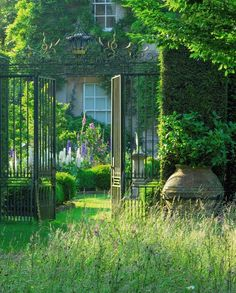 VINTAGE AND FRENCH - madabout-garden-design:   Highgrove