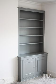 ALcove bookshelves Alcove bookcase odd colour RHS This fitted bookshelves with cupboard painted with Alcove Storage Living Room, Living Room Cupboards, Built In Shelves Living Room, Kitchen Cupboards, Alcove Ideas Bedroom, Kitchen Pantry, Alcove Bookshelves, Alcove Shelving, Shelving Ideas