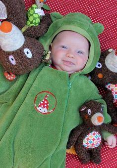 Cute snuggly baby thing!  ♥ Herzilein Wien ♥ Little Boys, Babys, Children, Cute, Babies, Boys, Kids, Kawaii, Newborn Babies
