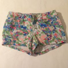 LEI Juniors Floral Shorts LEI brand   Juniors size 1   Cotton blend   Watercolored pattern   Only flaw is that the button came off   Tags: #multicoloredshorts #shortshorts lei Shorts