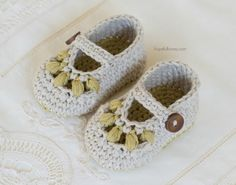 Oakland Baby Booties - Giveaway + Crochet Pattern