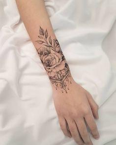 Floral Thigh Tattoos, Flower Wrist Tattoos, Rose Tattoos, Wrap Tattoo, Cuff Tattoo, Tattoo Avant Bras, Wrap Around Wrist Tattoos, Henna Tattoo Hand, Mandala Wrist Tattoo