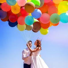 «Parce qu'on s'aime ❤️️ qu'on aime les voyages ✈️ et que bien évidement on aime les ballons#ballons #lahaut #mariage #love #colors #up #voyage #travelgram…»