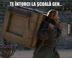 Te intorci la scoala gen... Petyr Baelish, Bronn, Cersei Lannister, Sansa Stark, Lol So True, First Day Of School, Funny Images, Funny Quotes, Jokes