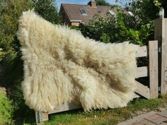 Huge rug made of just one Schoonebeker Heideschaap fleece. Handmade and felted  it will make a great addition to every things or porch! #ilsVilt #felting #feltingwool #fleece #vilt #wol #wool #felting #nofilter