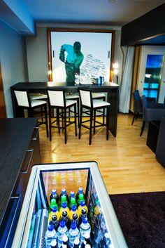 Break Sokos Hotel Caribia, Turku. Caribiassa on kolme yksityisaitiota Caribia Areenan tapahtumien seuraamiseen. Urheiluteemaisia aitioita voi varata myös tapahtumien ulkopuolella, esimerkiksi kisakatsomoiksi.  #caribiaareena #yksityisaitio #tapahtuma #kylpylähotelli #urheilu #vip-vieras
