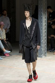 See the complete Comme des Garçons Homme Plus Spring 2017 Menswear collection.