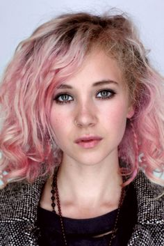 this is juno temple; not only one of the best upcoming actresses, she also is unbelievably beautiful. - btw: I know that pink hair is photoshopped. I don't care. #pinkhair #celebrity #junotemple