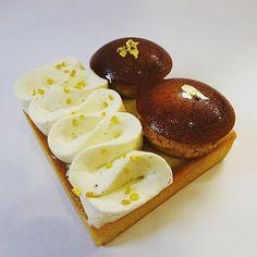 En avant première ma première création de mon nouveau concept! Mon Saint Ô, avec une pâte sucrée vanille, un crémeux vanille, une chantilly mascarpone vanille et des choux caramélisés! D'autres arrivent très bientôt pour vous régaler! #paris #life #newlife #projet #project #hope #pastry #patisserie #gateau #cake #bake #yummy #foodporn #homemade #instafood #picoftheday #dessert #dessertporn #sainthonore #vanille #vanilla #patesucree