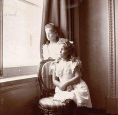 Olga and Maria 1905. Source: https://m.vk.com/naaotma