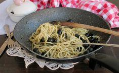 Gli spaghetti sciuè sciuè sono un primo piatto facile e velocissimo da preparare. In tre minuti il condimento è pronto, saporito e gustoso.