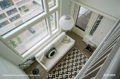 Valoa ja avaruutta kahdessa tasossa Vanity, Mirror, Furniture, Home Decor, Dressing Tables, Powder Room, Decoration Home, Room Decor, Vanity Set