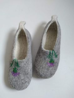 handmade grey wool felt slippers handmade in scotland with thistle embroidery design #madeinscotland #slippers #felt #felted #wool #grey #thistle Felt Diy, Handmade Felt, Handmade Bags, Felted Wool Slippers, Red Slippers, Handcrafted Jewelry, Earrings Handmade, Beauty Products Gifts, Etsy Uk