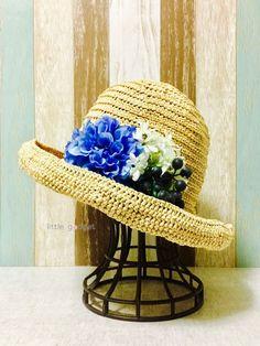 青いリュックに合わせて花を添えてみました。