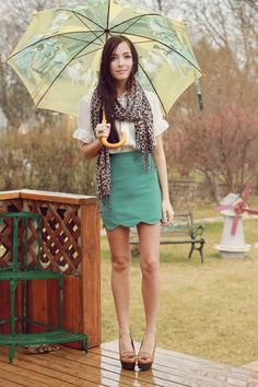 Don't like the scarf, but check the print on the umbrella! And the romwe scalloped skirt.