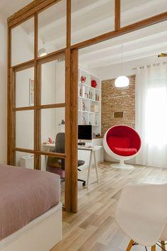 Cozy Room Divider for Small Apartments 11 Room Divider Ideas Bedroom, Glass Room Divider, Bedroom Decor, One Bedroom Apartment, Apartment Design, Wooden Partitions, Door Dividers, Ideas Habitaciones, Single Bedroom