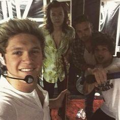 Niall & his group selfies. Fuck