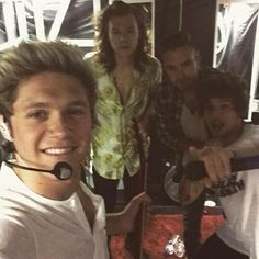 Niall & his group selfies. Fuck