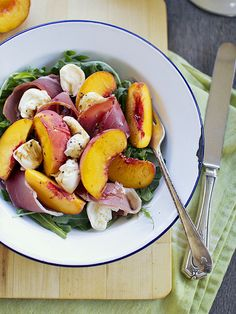 peach & proscuitto salad // simple dinners #recipe