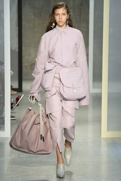 http://www.vogue.com/fashion-shows/spring-2017-ready-to-wear/marni/slideshow/collection