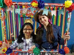 Molduras para tirar Fotos em Festas Juninas Diy And Crafts, Projects To Try, Alice, Fancy, Country, Mexican Fiesta, Celebration, Paper Envelopes, Cards
