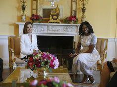 Doña Letizia y Michelle Obama conversan mientras el Rey y Barack Obama se reúnen