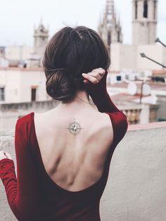 Tattoo-Idea // Digital Art✒️ // 3D + 2D Tattoo // Woman // Back-Tattoo // Compass
