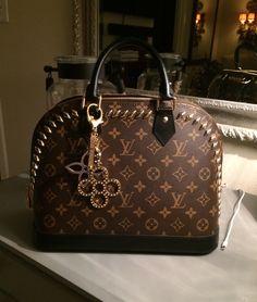 2019 New Collection For Louis Vuitton Handbags LV Bags to Have. 2019 New Collection For Louis Vuitton Handbags LV Bags to Have. Lv Handbags, Louis Vuitton Handbags, Louis Vuitton Speedy Bag, Fendi, Gucci, Luxury Purses, Luxury Bags, Louis Vuitton Necklace, Dior