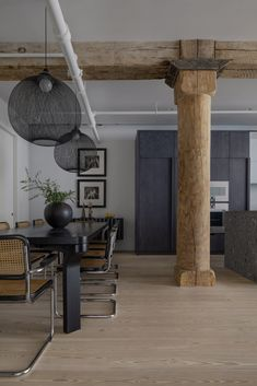 Worrell Yeung contrasts wood pillars and grey marble in Chelsea Loft Small Sitting Areas, Timber Ceiling, Ceiling Beams, Stripping Paint, Yellow Tile, Sliding Wall, Rattan Coffee Table, New York Apartments, Dining Room