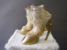 "Iris Schieferstein Horse Hoof Gun Heels---found multiples of this ""horse hoof shoe"" idiots. Horses don't have split hooves haha Hoof Shoes, Shoe Boots, Shoes Heels, Pump Shoes, Pumps, Footwear Shoes, Heeled Boots, Creative Shoes, Unique Shoes"
