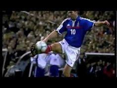 Zinedine Zidane - Lances e gols do mestre Zizou. Mostrando toda sua técnica e genialidade. Com certeza O MELHOR jogador que vi jogar.