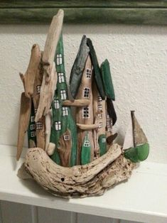 Lille drivtømmer by. Small driftwood town/houses with seaglass. By EVAS. Lille drivtømmer by. Small driftwood town/houses with seaglass. By EVAS. Beach Crafts, Fun Crafts, Diy And Crafts, Arts And Crafts, Wooden Crafts, Driftwood Sculpture, Driftwood Art, Driftwood Projects, Driftwood Ideas