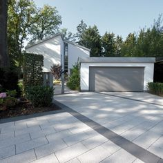 Find the right paving stones for your driveway. Excellent properties and diverse surfaces, colors an Dream Garden, Home And Garden, Slate Patio, Carport Designs, Modern Garage, Outside Living, Paving Stones, Outdoor Areas, Residential Architecture