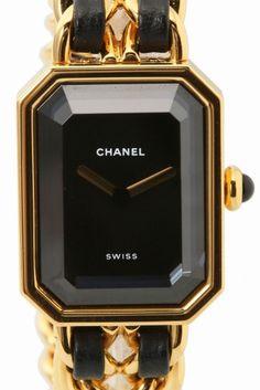 Special PriceCHANEL Premiere  Special PriceCHANEL Premiere 129600 ヴィンテージのCHANEL Premiereを 特別価格120.000(税抜)にてご紹介いたします 独自のデザインと伝統を受け継いだ事で生まれた シャネルの代表的な時計Premiere(プルミエール) シャネルの象徴的な香水N5のボトルのシルエットと ヴァンドーム広場の幾何学的なスタイルが融合したモデルは シャネルのアイコン的存在です アクセサリーのようなデザインがとても可愛く ギフトとしても大変人気がある一品 デイリー使いはもちろんドレスアップしたいときにも 素敵な腕元を演出してくれます 現行ではSSカラー(銀色)モデルしかないのも ビンテージが人気の理由!! パーティーシーンにアクセサリー兼腕時計として デニムなどのカジュアルスタイリングのアクセントとして 通常15万円(税抜)にて販売しておりますが 週末期間限定にて12万円(税抜)のSpecial価格でご紹介 点物になりますのでご自身用に贈り物用に 是非お早めにご検討くださいませ…