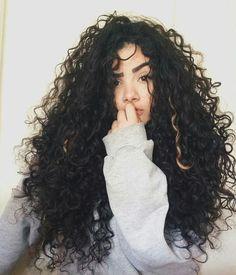 Os cabelos encaracolados são  lindos