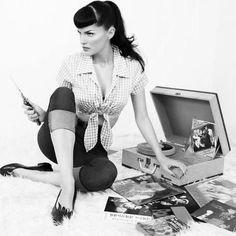 Retro Mode, Mode Vintage, Style Vintage, Retro Vintage, Vintage Modern, Vintage Girls, Retro Style, Bernie Dexter, Rockabilly Pin Up