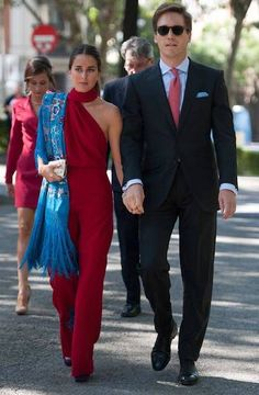 Moda femenina fiesta noche for 2019 Gala Dresses, Formal Dresses, Trendy Fashion, Fashion Outfits, Wedding Guest Style, Diy Vetement, Stylish Couple, Looks Chic, Boho Look