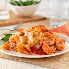 Hunt's® Cheesy Chicken and Pasta Casserole--A pasta casserole recipe featuring chicken breast, pasta shells, tomatoes and cheese combined and baked to melt the cheese. Pasta Casserole, Casserole Recipes, Pasta Recipes, Chicken Recipes, Dinner Recipes, Cooking Recipes, Broccoli Casserole, Chicken Casserole, Shrimp Recipes