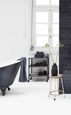Love the black, white and wood in the picture! Also old and new together. #vtwonen