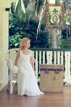 Imagen 26 Vestido de estilo retro para niñas para acudir a una boda | HISPABODAS