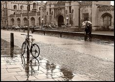 Exellent picture of King's Parade, Cambridge. Used to put my bike somewhere here.