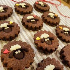 チョコサンドクッキー* #バレンタイン#チョコ#チョコサンドクッキー#ひつじのショーン#キャラフード#クッキングラム#cookingram イメージどおりにできました◎スタンプ押しても良かったなー。けど可愛い(^^)自己満足♡