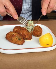 This Portuguese salt cod cakes recipe is made with salt cod, potato, onion and garlic that are fried for a traditional Portuguese treat. Cod Fritters Recipe, Potato Fritters, Cod Fish Cakes, Cod Cakes, Cod Fish Recipes, Seafood Recipes, Cooking Recipes, Shellfish Recipes, Entree Recipes