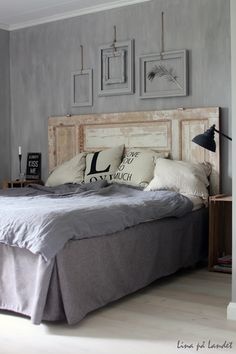 Tuesday Tips - Empty Frames grey, beautiful wall paint effect! Home Bedroom, Master Bedroom, Bedroom Decor, Bedrooms, Bedroom Ideas, Empty Frames, Suites, Bed Pillows, House Design