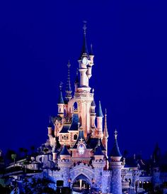 "When the sun sets over the ""City of Lights,"" Sleeping Beauty Castle in Disneyland Paris gleams with a magical radiance Disney World Attractions, Disney Destinations, Disney Vacations, Walt Disney Co, Disney Rides, Disney Parks, Disney Land, Disney Travel, Disneyland Paris Castle"