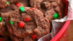 Ces délicieux biscuits au pudding au chocolat sont absolument parfaits pour le temps des fêtes et peut-être même pour le Père Noël ;) Easy Christmas Cookie Recipes, Best Christmas Cookies, Christmas Goodies, Chocolate Christmas Pudding, Chocolate Pudding Cookies, Desserts With Biscuits, Gluten Free Cookies, Dessert Bars, Cookie Bars