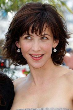 Les coiffures de Sophie Marceau: 20 façons de porter la frange - L'Express Styles