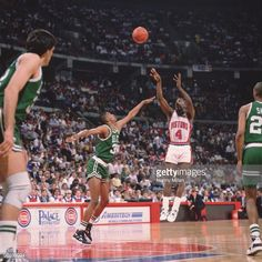 Fotografia de notícias : Detroit Pistons Joe Dumars in action, shot vs...
